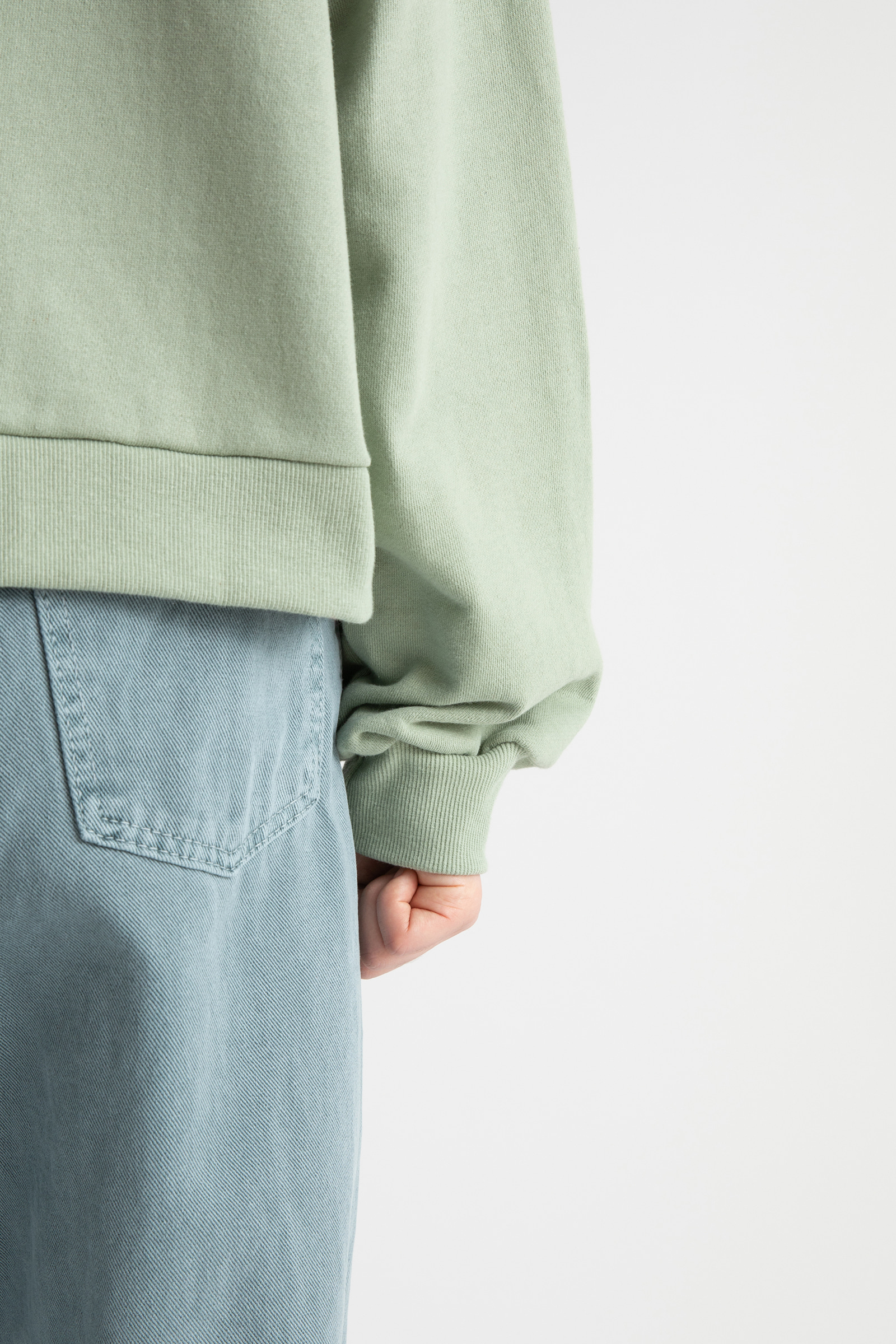 Basic hooded zip-up sweatshirt