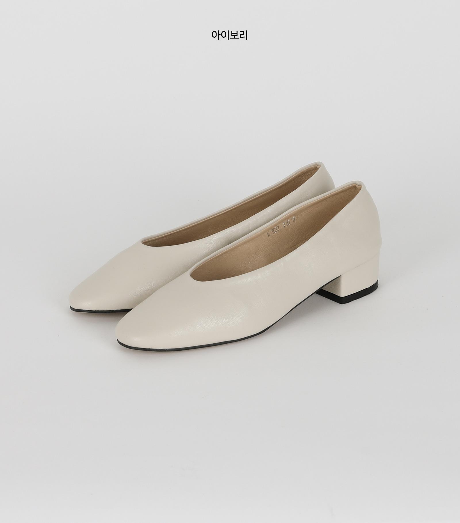 Alta Basic Low Heel Pumps