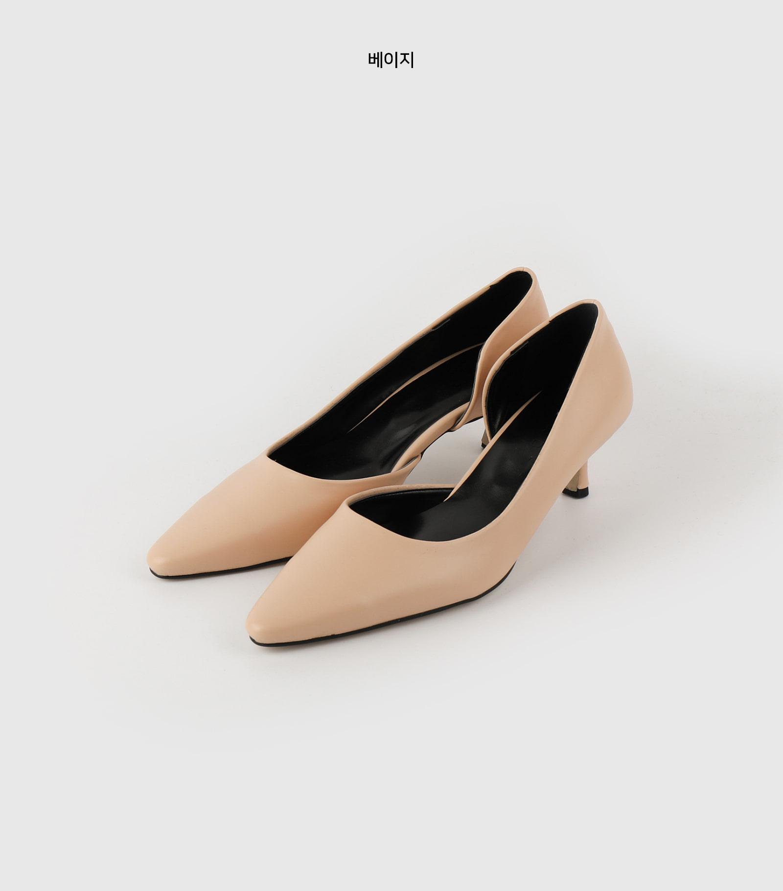Semi-curving middle heel pumps