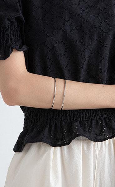 Thin to line bangle