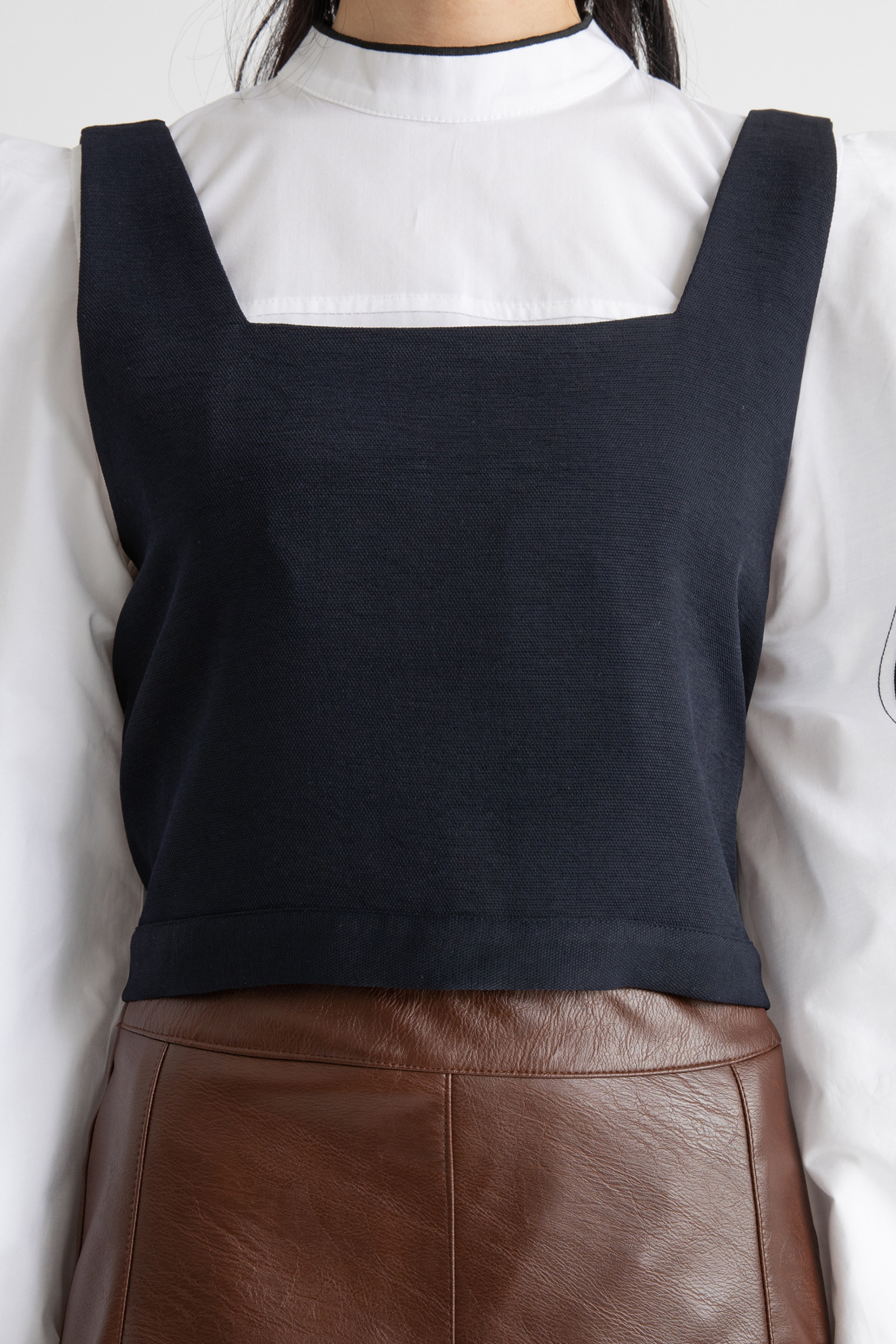 Back ribbon square neck layered top