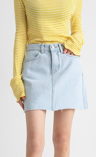 Daily denim mini skirt