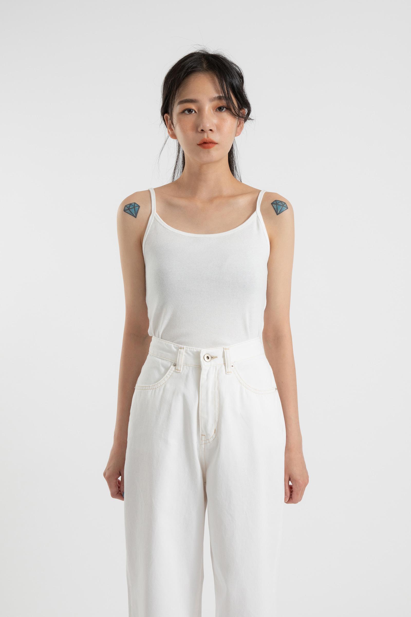 Simple slim sleeveless top
