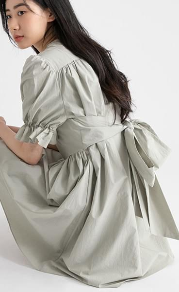 Pure puff back ribbon midi dress