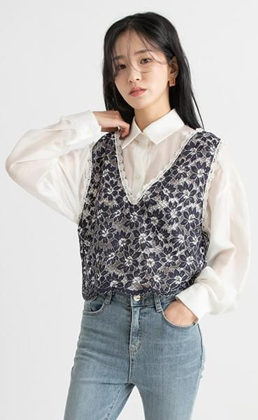 Mono flower lace layered top