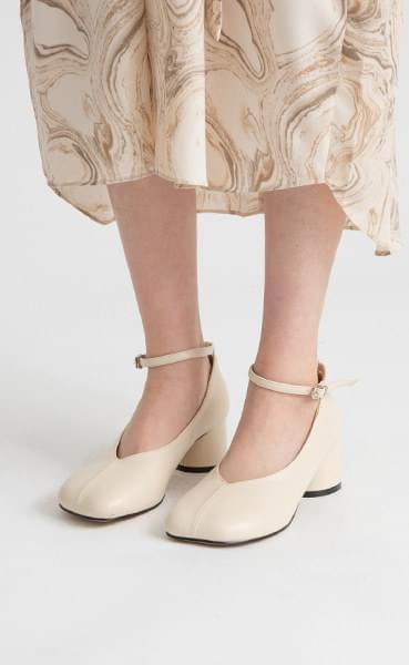 Baguette Mary Jane Middle Hill Pumps