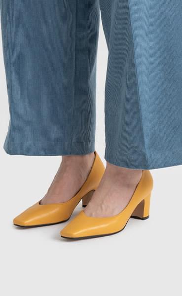 Charming high heel pumps