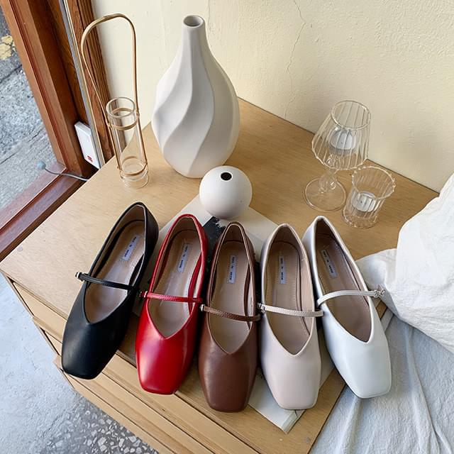 Wrinkle strap shoes
