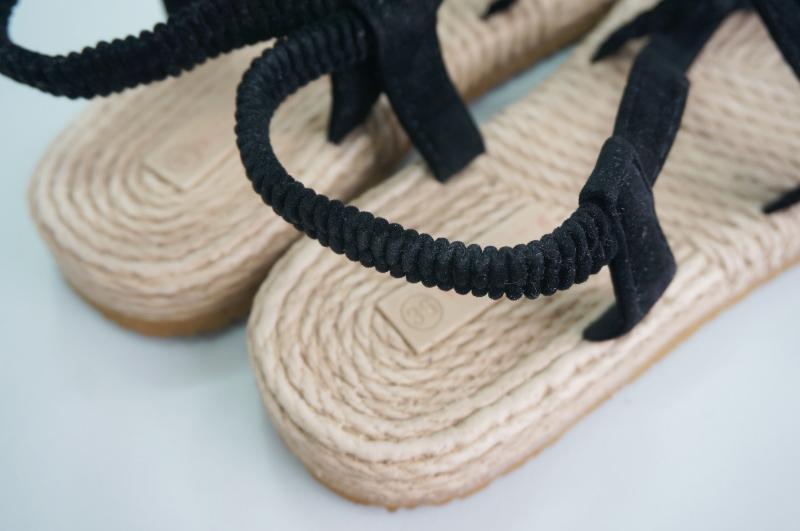 Pretzel cooking sandals
