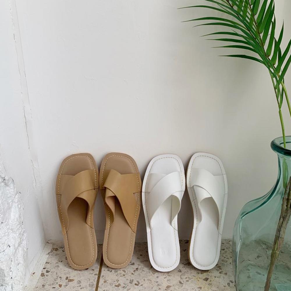 Simple Cross Slipper