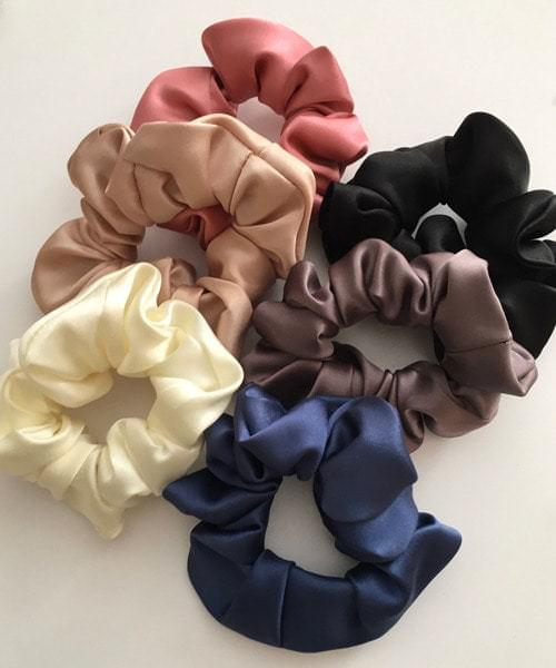 silk scrunchie (Delayed delivery)