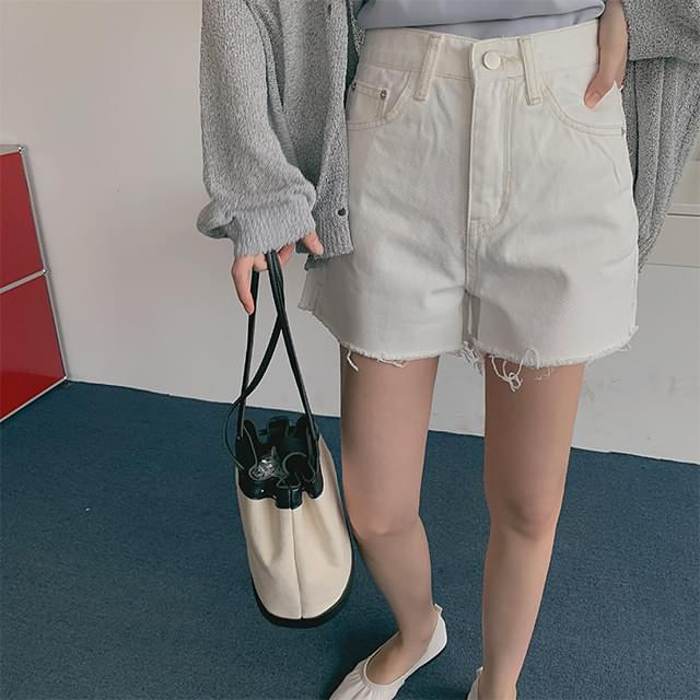 White half pants
