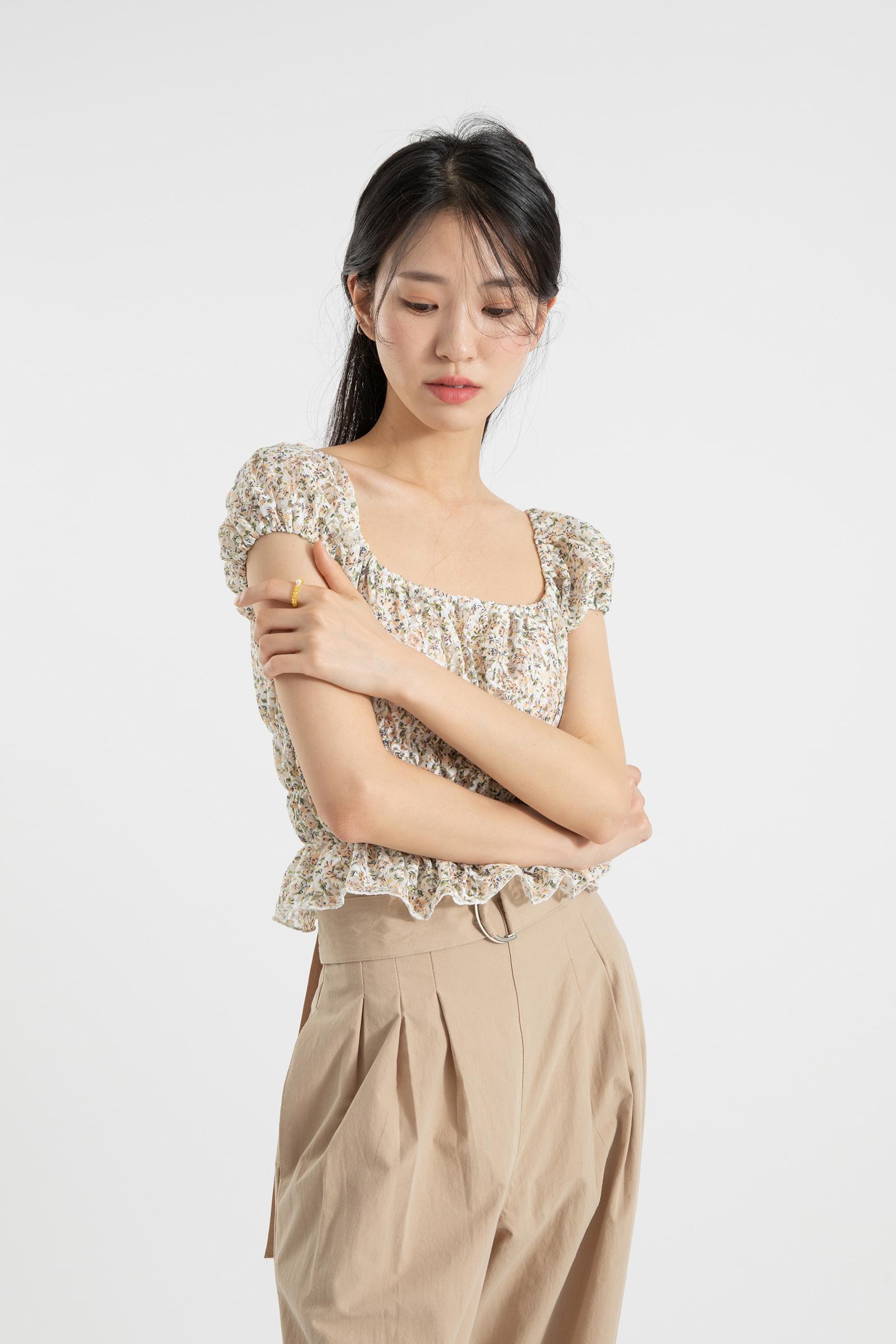 Mini floral off shoulder blouse