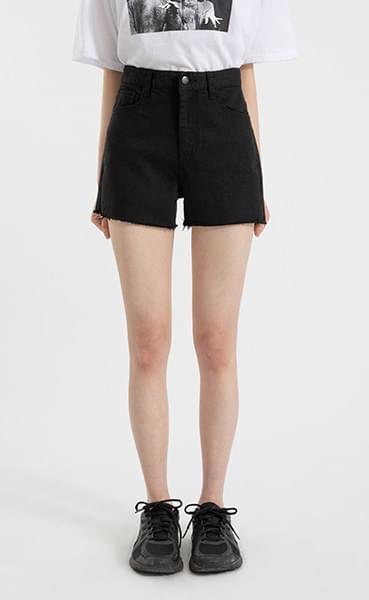 Minimalist cut cotton shorts