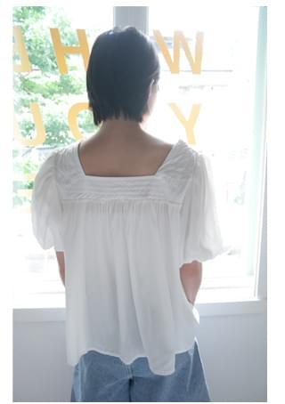 waver square-neck blouse