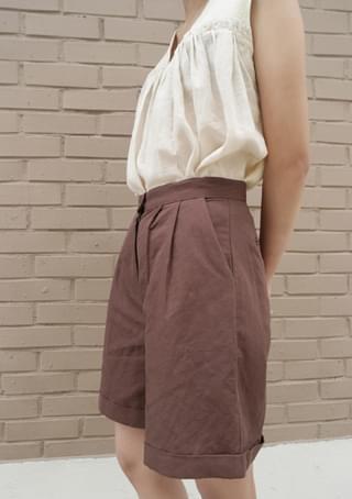 pintuck roll-up short pants