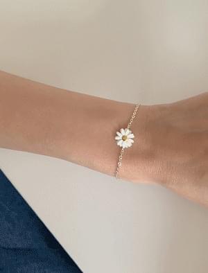 Daisy Pendant Silver Chain Bracelet