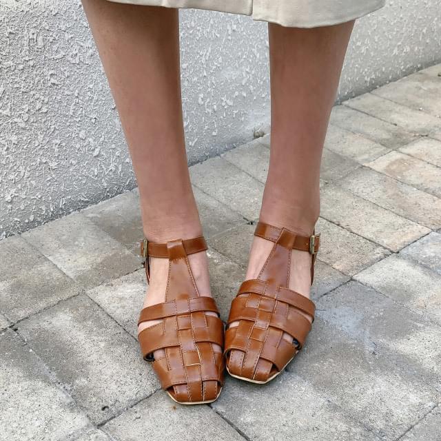T strap square sandals