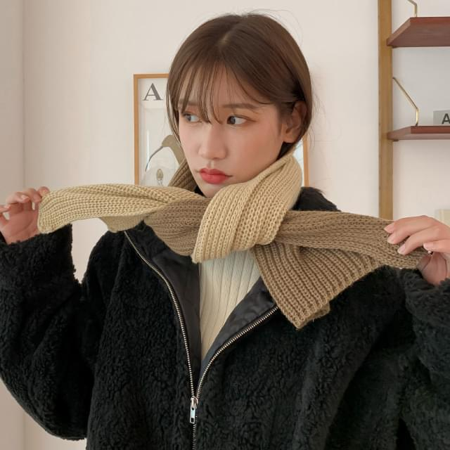 Warm color two-tone knit scarf