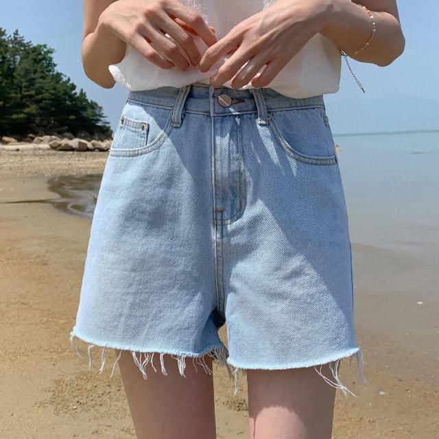 Natural cut vintage denim short pants