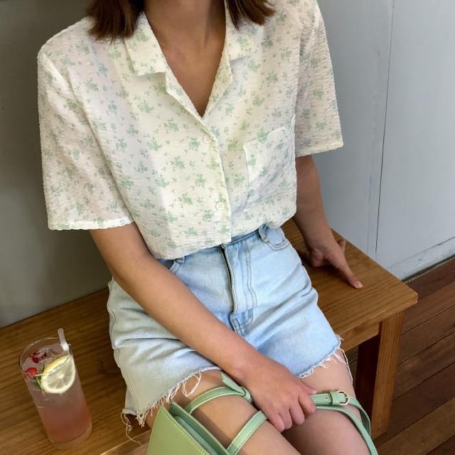 Flower pattern open collar blouse