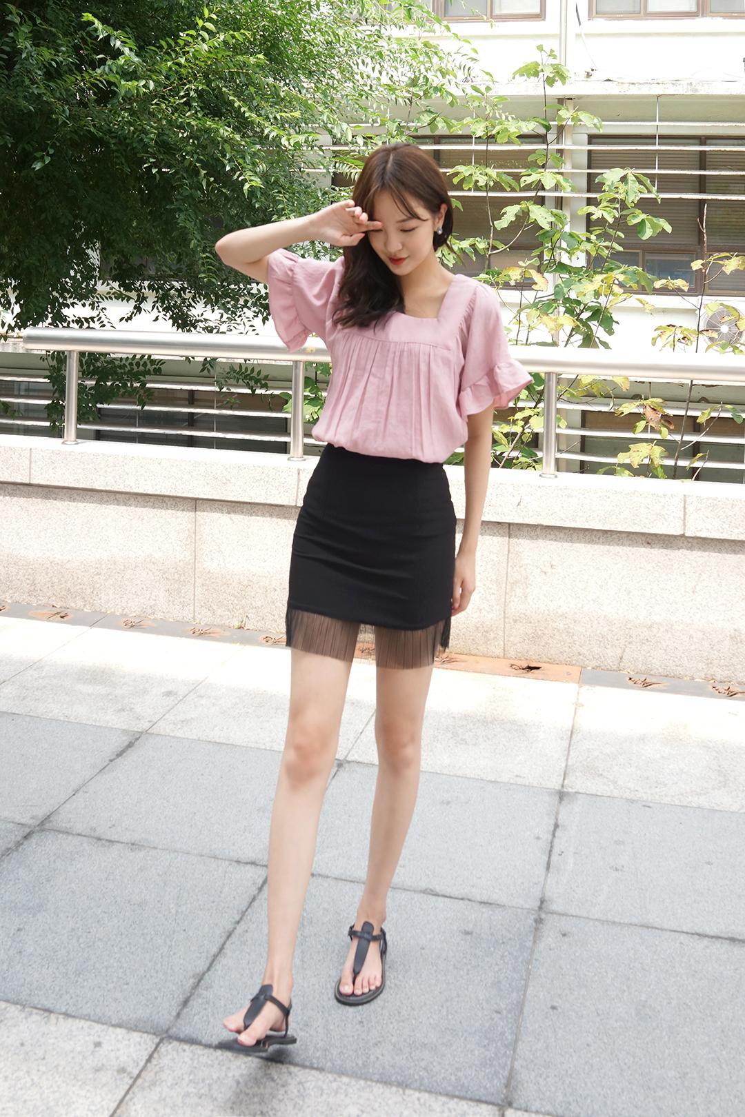 Back ribbon square blouse