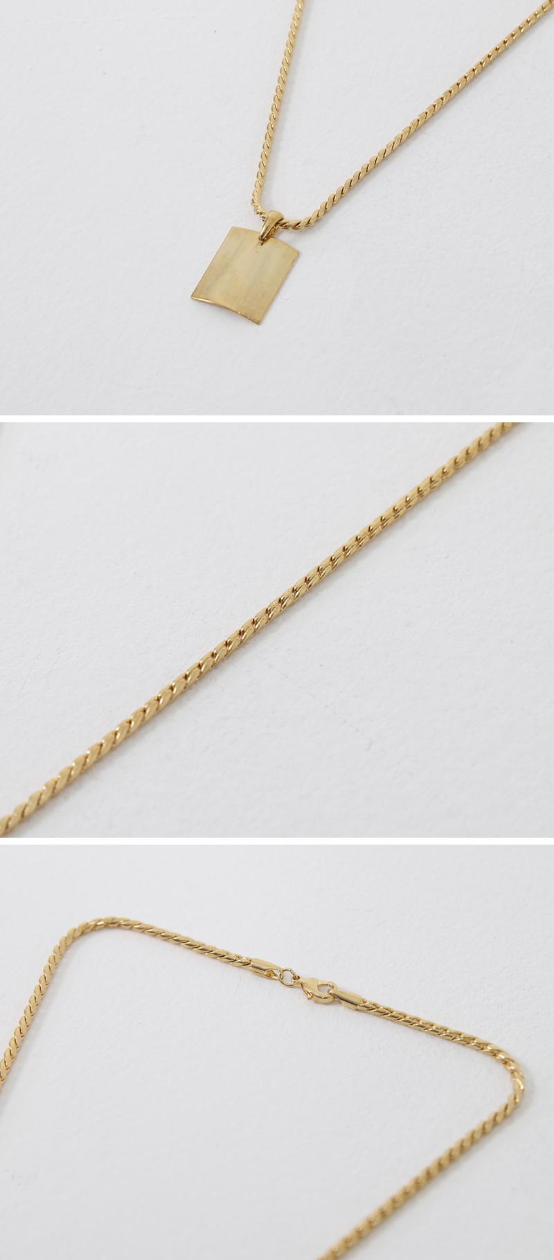 Oblong Pendant Chain Necklace