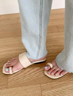 Daily wide strap slippers