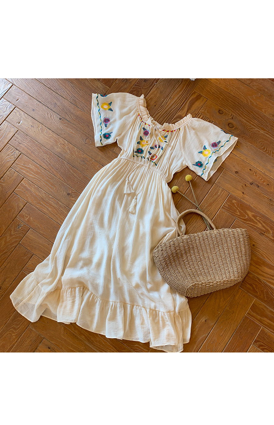 Innocent girl embroidery dress