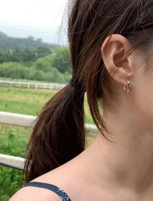 Simple mini oval earrings