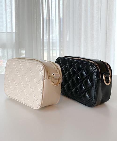Enamel quilted chain bag