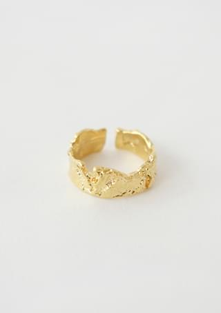 bold crinkled ear-cuff or ring