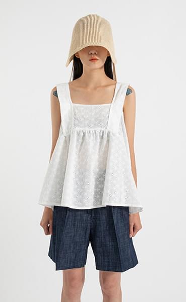 May punching sleeveless blouse