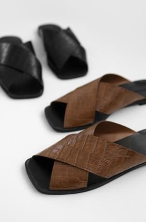 Crocker X-shaped slippers