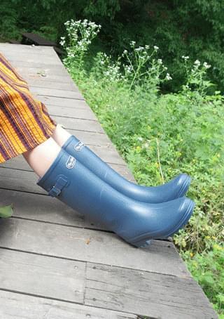 basic rain boots