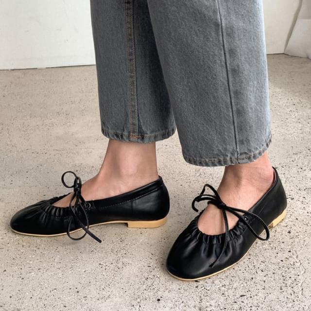 Sensual Shirring Strap Flat Shoes