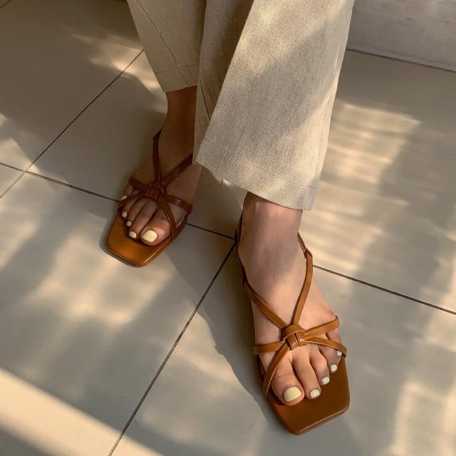 Vintage Note Strap Sandals