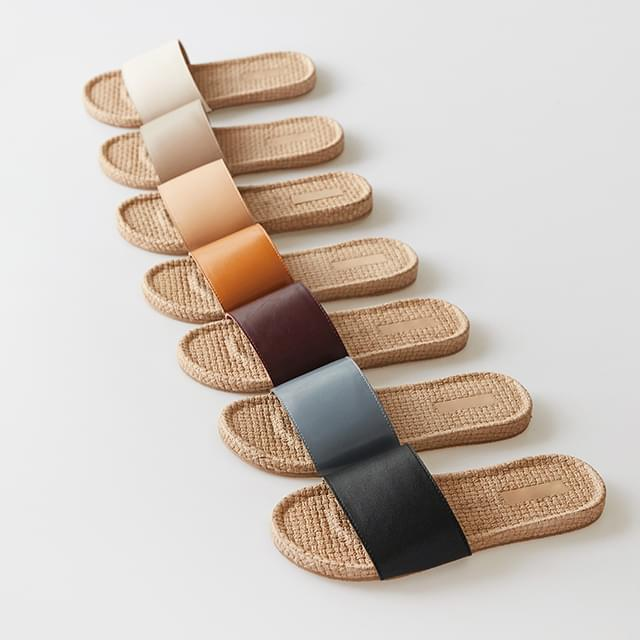 simple chic rattan slipper