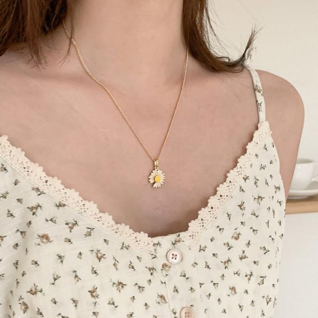 Girly Flower Pendant Necklace