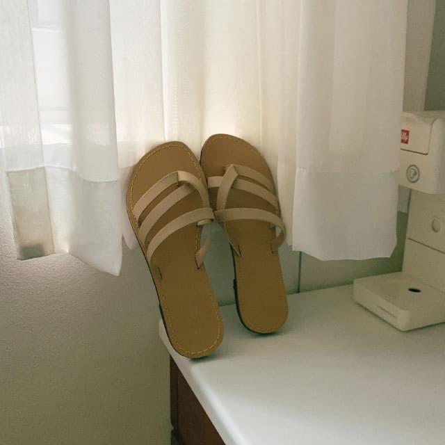 Unique strap point slippers