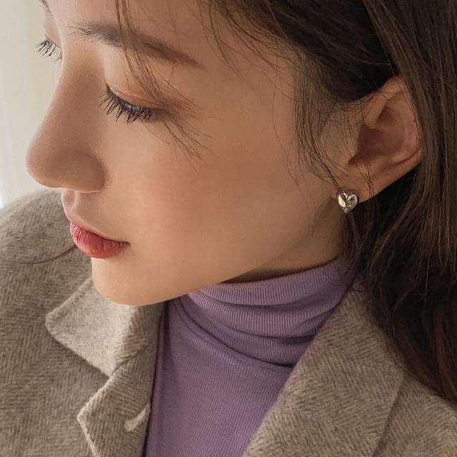 minimal heart shape earring