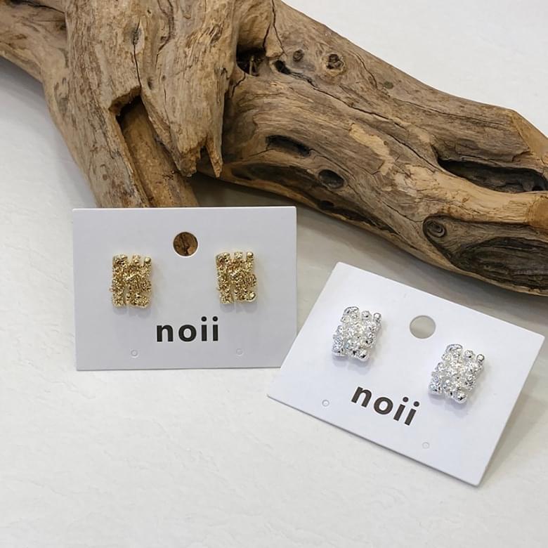 Noi Natural Spitzer Nickel Needle Earrings