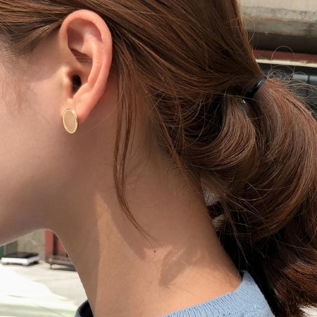 minimal circle earring
