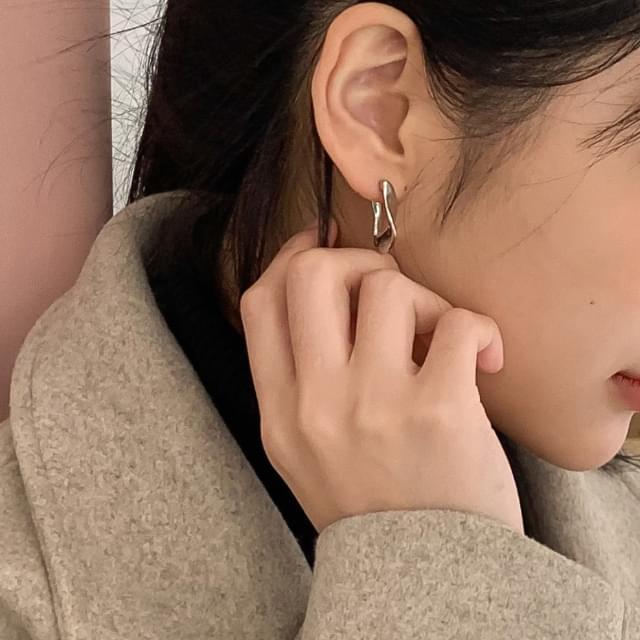 Twisted shape earrings
