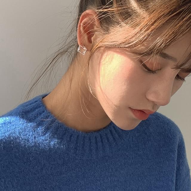 Unique frame earrings