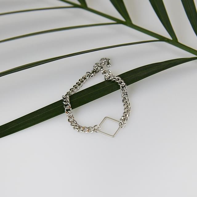 square frame chain bracelet