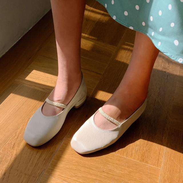 Lovely Slim Square Flat Shoes