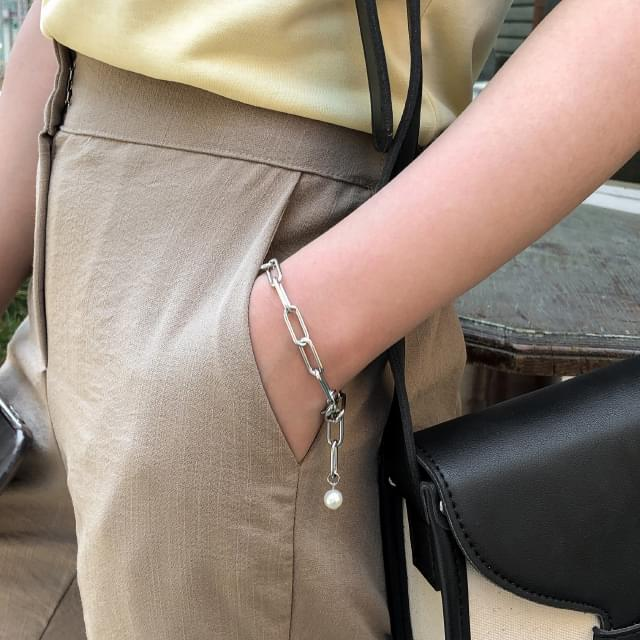 chic chain pearl bracelet