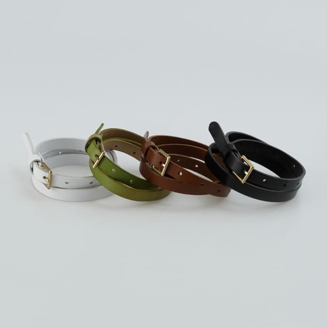 Gold buckle slim leather belt