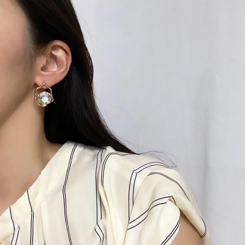 Noi Crystal Nickel Needle Earrings